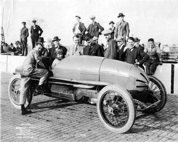 (1921) se crea su Servicio y Prevención de Accidentes.