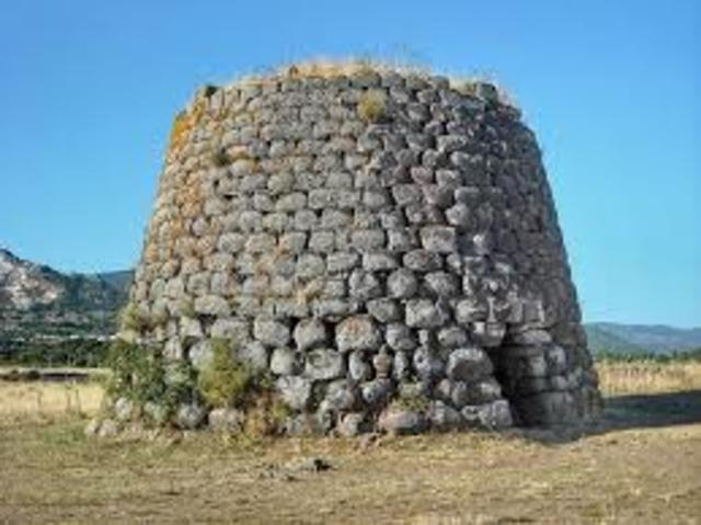 En la isla de Cerdeña (sudoeste de Italia) existen lingotes de cobre y monumentos prehistóricos