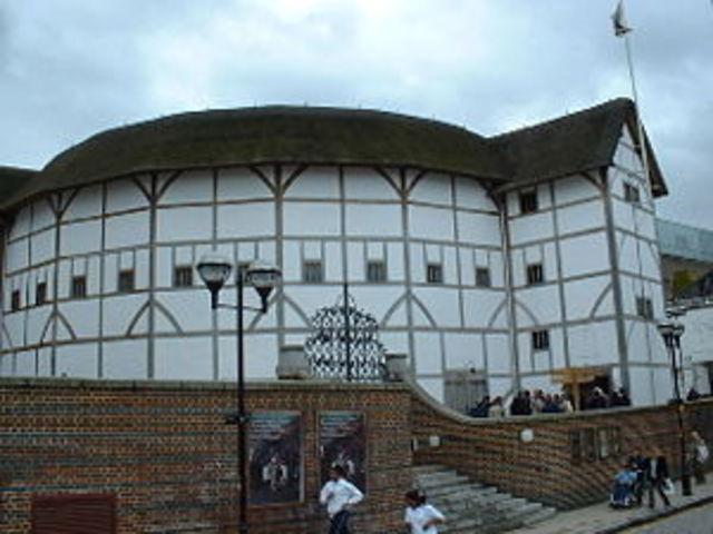 William Shakespeare builds the Globe theatre
