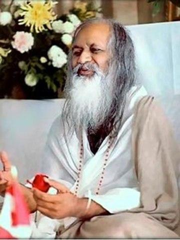 Maharishi Mahesh Yogi fundador de la mediación.