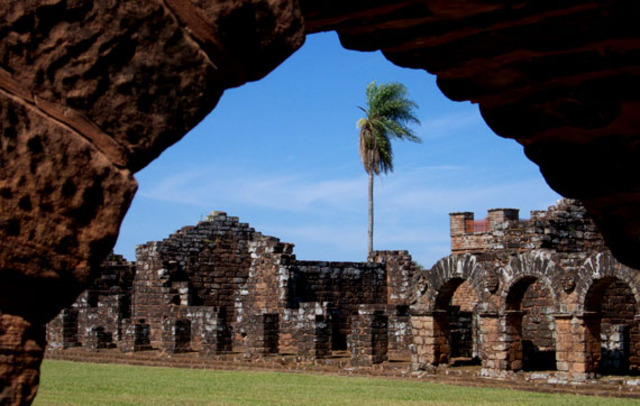Jesuit state of Paraguay is established.