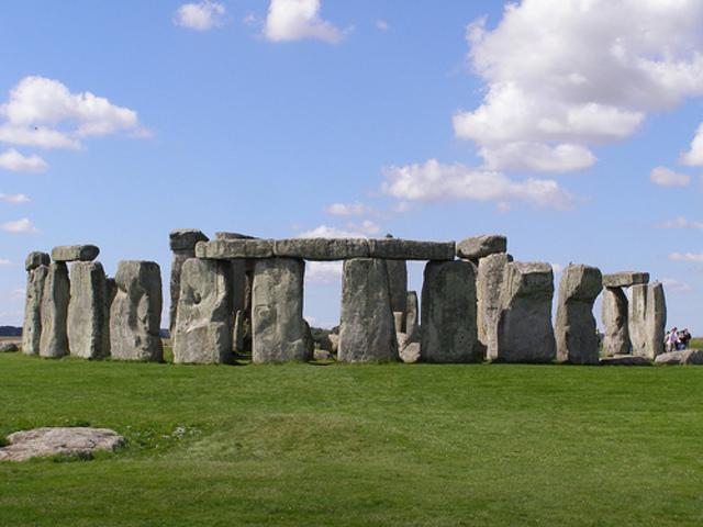 Stonehenge (England, 3000-1500 BCE)