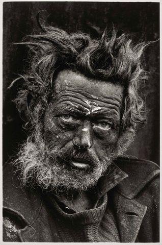 A homeless Irishman in Spitalfields / Don McCullin