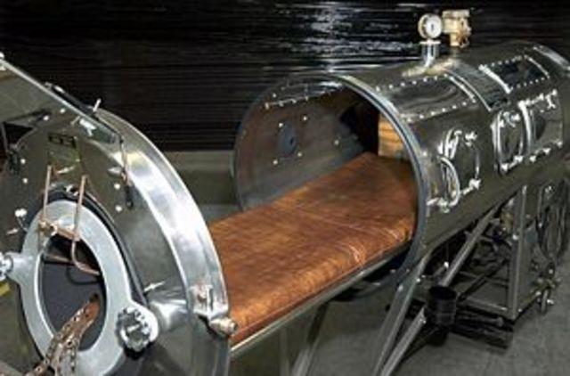 """Invención del respirador Drinker: """"Pulmón de acero"""""""