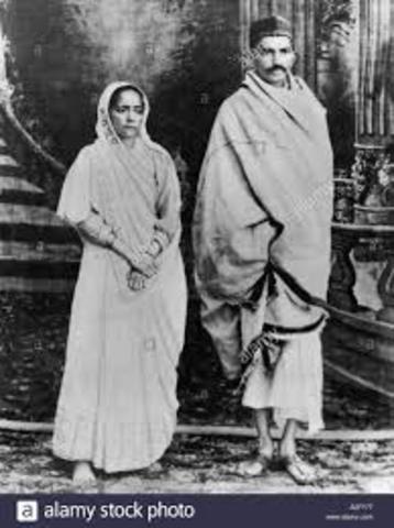 Mohandas Gandhi returns