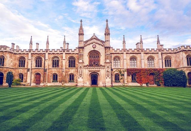 Isaac Newton Retruns to Cambridge