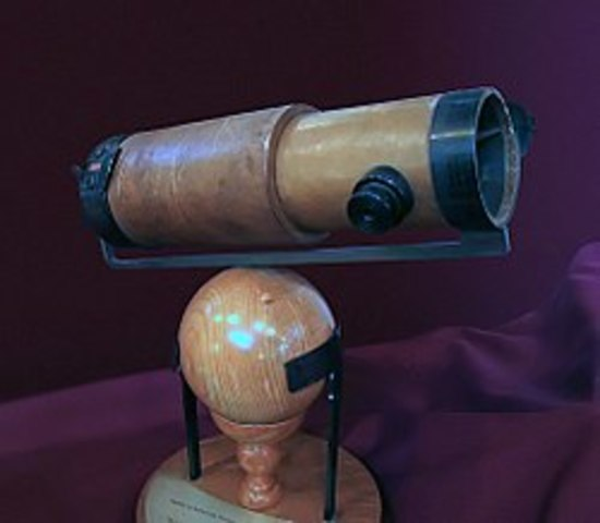 Isaac Newton's Invents His Reflecting Telescope