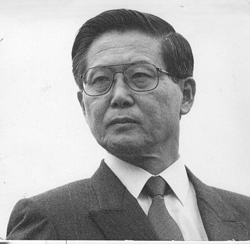 Alberto Fujimori resigns as president of Peru.