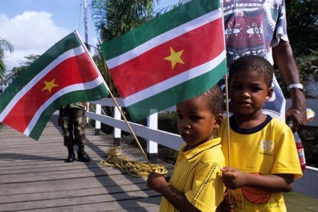 Firma del Acuerdo de Paz en Surinam