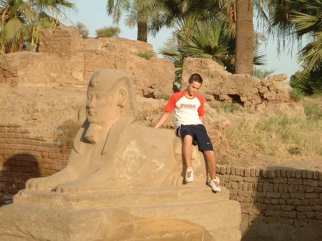 dos mesos amb la família a Egipte.