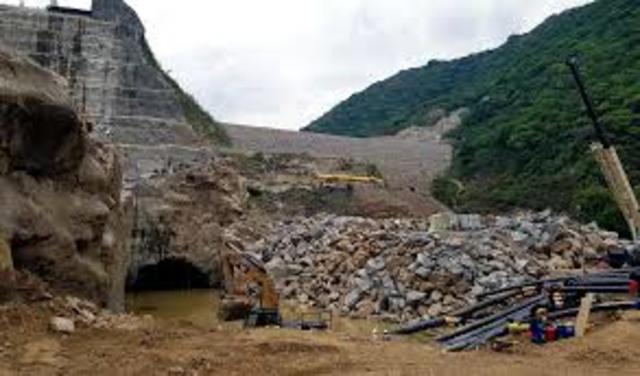 Derrumbe al interior de uno de los túneles de la construcción de la hidroeléctrica Ituango