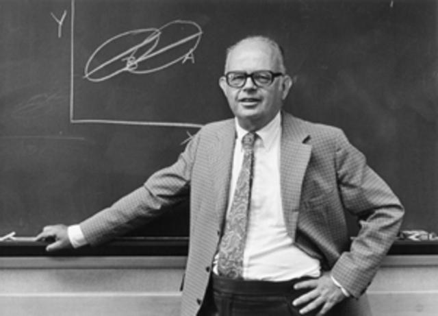 Monty B. Shapiro. Plantea la integración de datos procedentes de test
