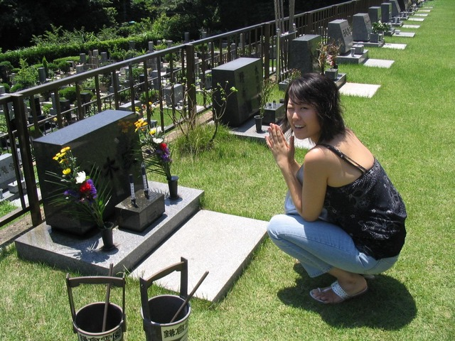 Janey goes to her parents graves