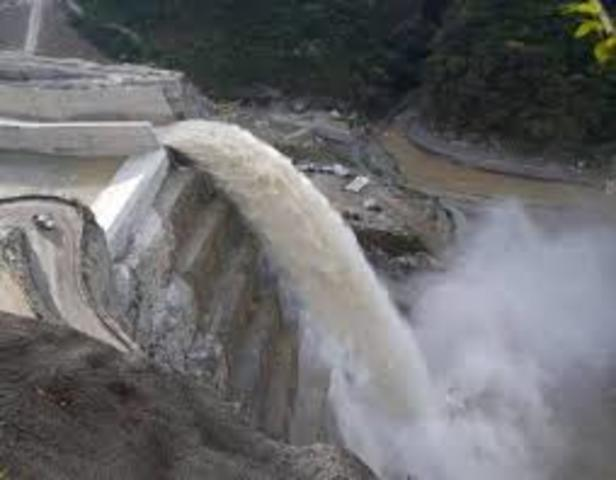 Abren compuertas del vertedero de Hidroituango
