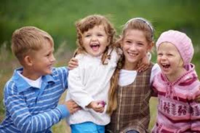 Según Vygotsky Primeramente en el ámbito colectivo como relaciones entre los niños, y después se convierten en las funciones mentales del individuo.