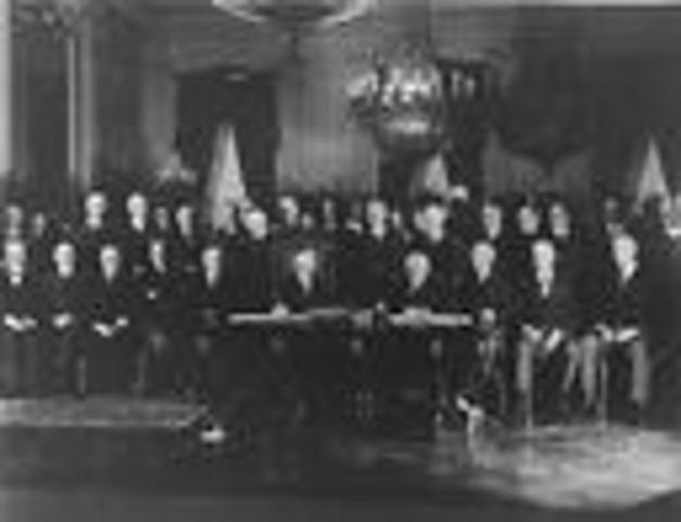 US and 61 other Countries Sign Kellogg-Briand Pact.