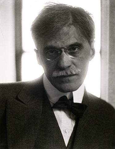 Nace, Alfred Stieglitz