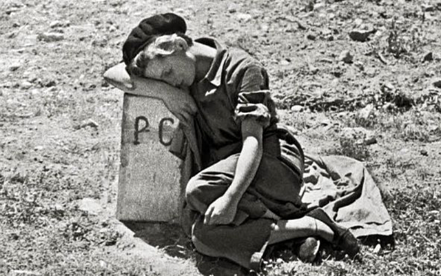 Muere, Gerda Taro, por choque contra tanque
