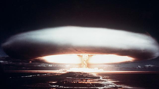 Se crea la bomba de hidrógeno