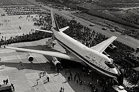 Se diseña el Boeing 747