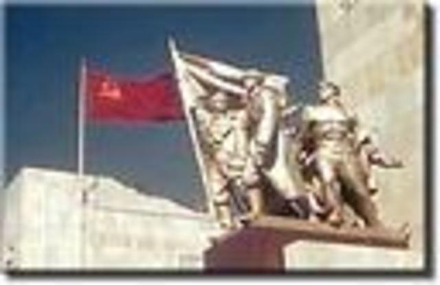 Totaliltarian government established in USSR