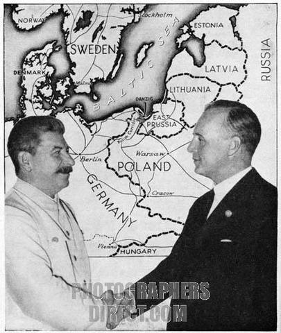 Non-aggressioan pact; Germany and Russia; divide Poland