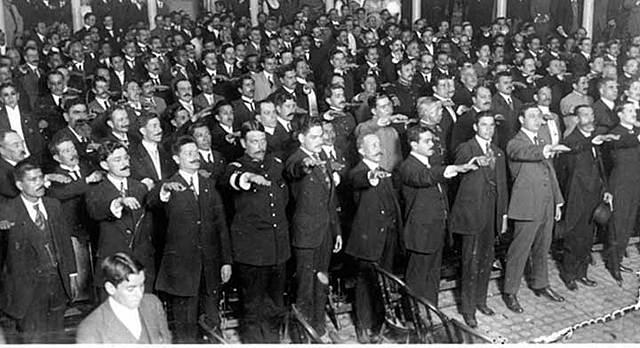 Disolvió el Congreso de la Unión de México.