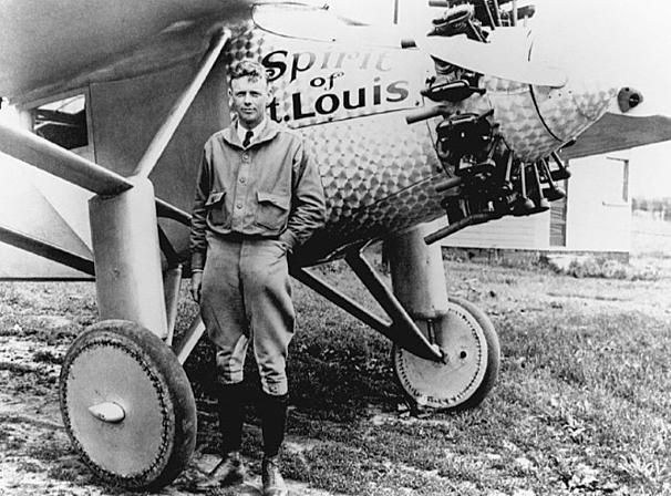 Lindbergh crosses the Atlantic