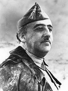 Francisco Franco se levanta en Armas