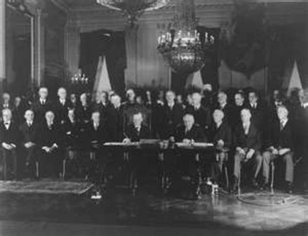 US and 61 other countries sign Kellog-Briand Pact