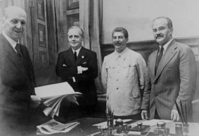 Non-aggression pact; Germany and Russia; divide Poland