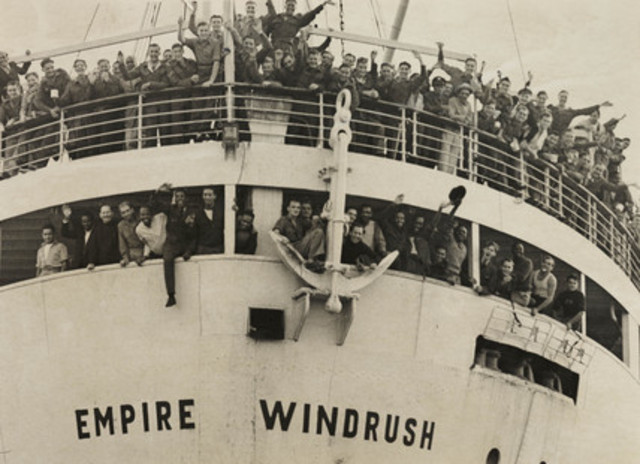 """""""The Empire Windrush"""" docks in the UK with many immigrants"""