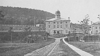 La première université montréalaise