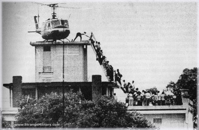 Last evacuation helicopter leaves Vietnam