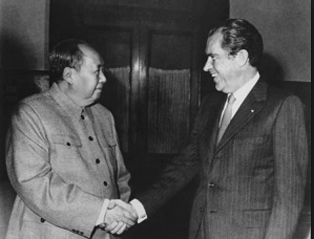 Nixon opens talks with China