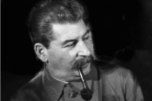 Totalitarian government established in the USSR