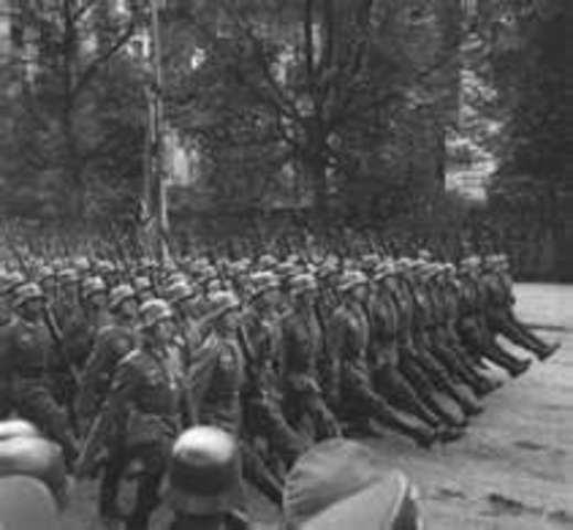 Chechoclovakia falls to Hitler
