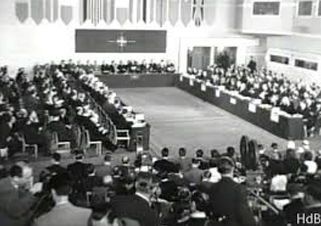 formació de la República Federal d'Alemanya y de la República Democràtica d'Alemanya