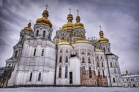 Kristne klostre grunnlegges i Vest-E, Bysantiske rikets storhetstid