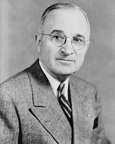 President Truman decides to launch yet another atomic bomb but then decides against it during a cabinet meeting.