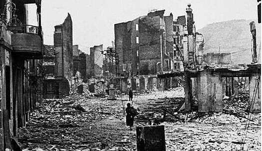 Bombardeig de Guernica per la Legió Còndor.