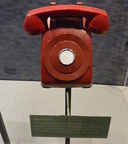"""S'establix el """"telefon roig"""" entre la Casa Blanca i el KREMLIN"""