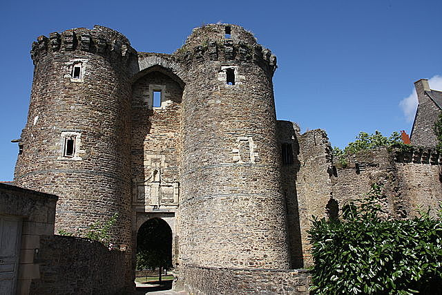 Elimination of the castles and defenses of the nobility