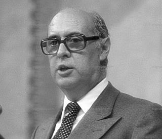 Nuevo gobierno: entran López Rodó y Silva (tecnócratas, Opus Dei).