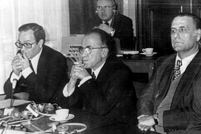 Presentación de la Junta Democrática.