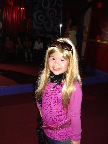It's Hannah...no, it's Isabella Montana!