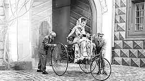 Calr Benz inventa el primer auto con combustión interna.
