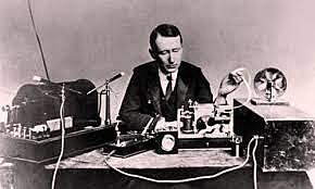 Macorni construye el primer radiotransmisor