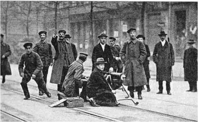 Comienzan combates de comunistas en Berlín