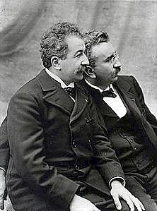 Invenció del cinema pels germans Lumière